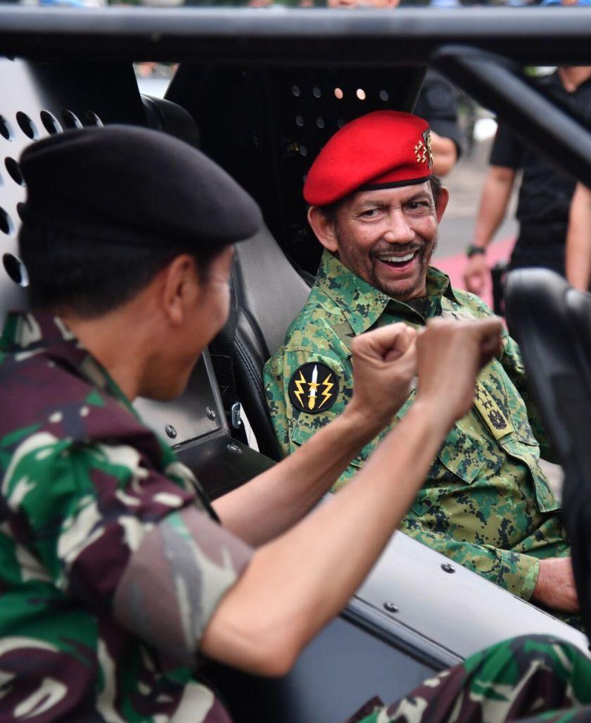 Sultan Brunei di Markas TNI